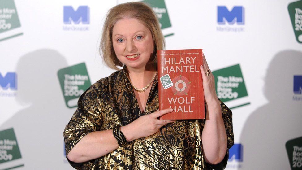 Дам Хилари выиграла Букеровскую премию за Wolf Hall в 2009 году