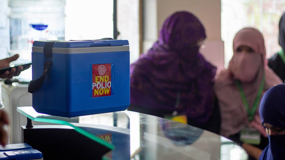 Polio vaccines in a cool box
