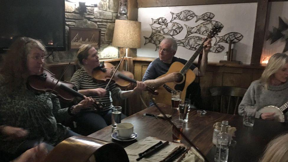 folk musicians in the pub