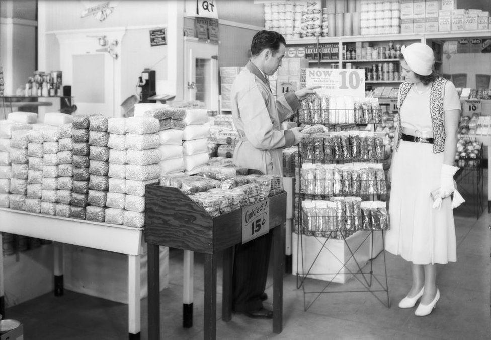 Cellophane displays in a Southern California Safeway supermarket in 1932