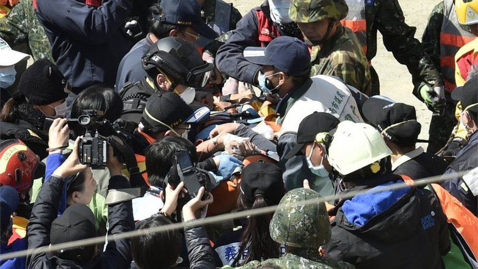 A man is rescued from rubble in Tainan, Taiwan (8 Feb 2016)