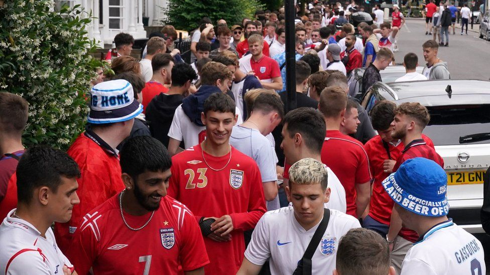 A queue outsidetThe Faltering Fullback pub in Finsbury Park,