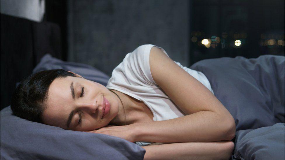 Cómo el cerebro se lava a sí mismo mientras dormimos - BBC News Mundo