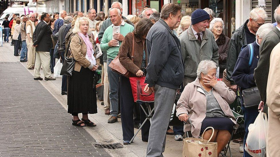 Customers queue outside Northern Rock