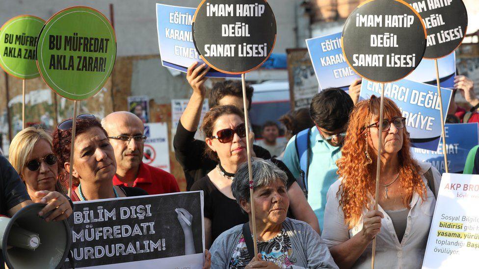 Women protest against new curriculum, Ankara, 16 Sep 17