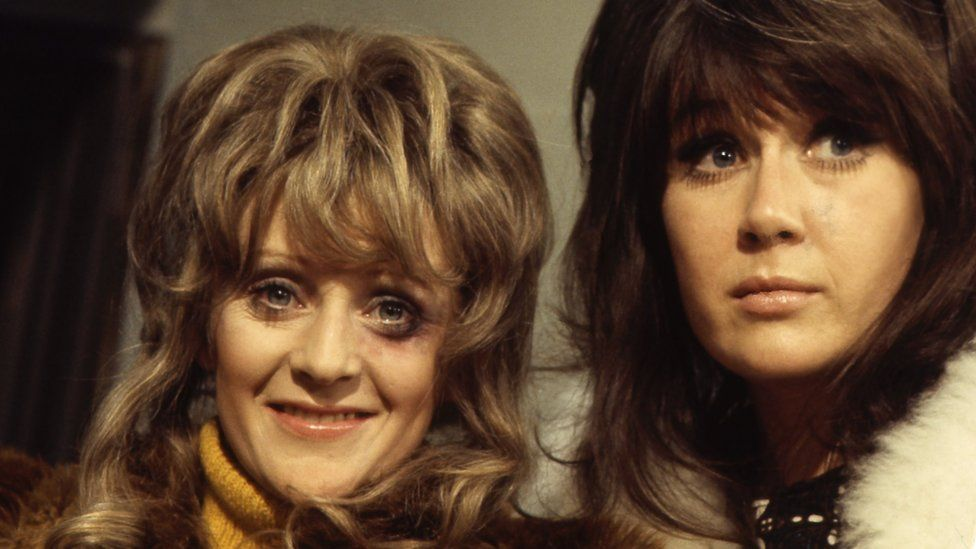 Polly James as Beryl Henderson and Nerys Hughes as Sandra Hutchinson in The Liver Birds
