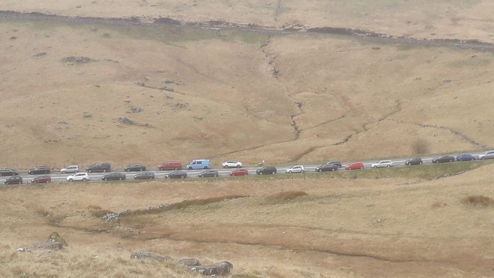 Car lined the road at Pen y Gwryd
