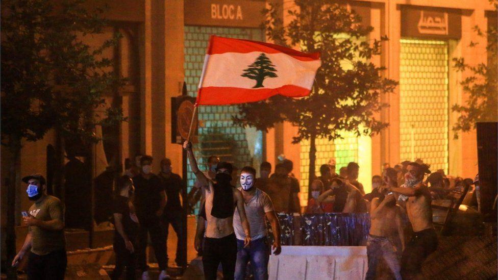 """مظاهرات لبنان: هل يمكن أن تؤدي إلى """"تغيير جذري"""" في السلطة؟"""