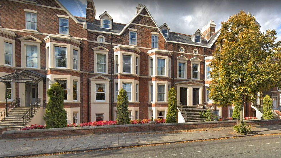Cambridge Arundel House Hotel gave nuts to allergic customer