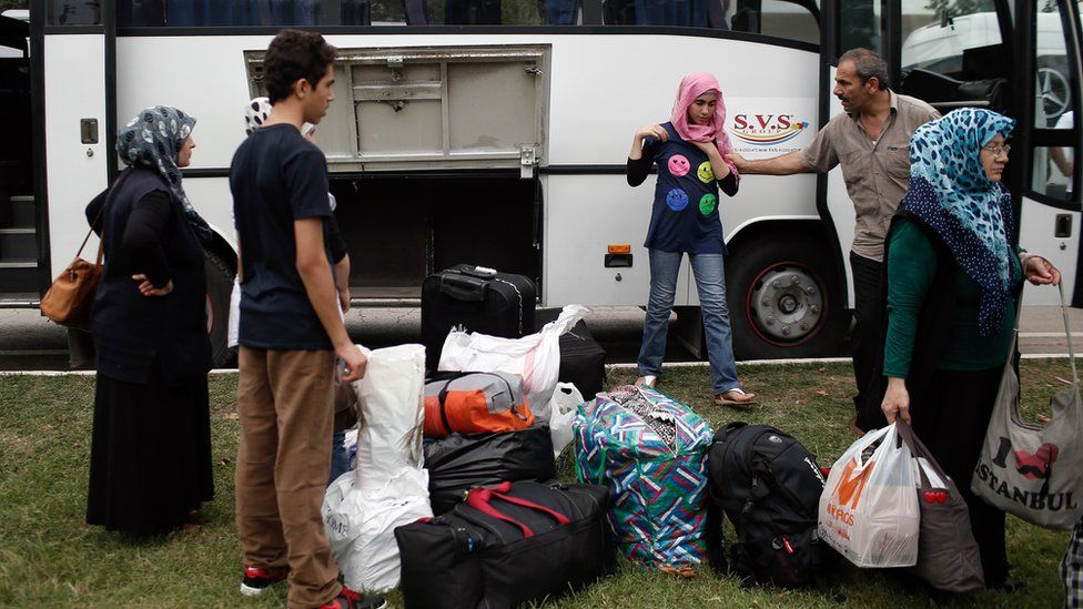 Syrian refugees prepare to return to Istanbul after travelling to Turkey's western land border with Greece