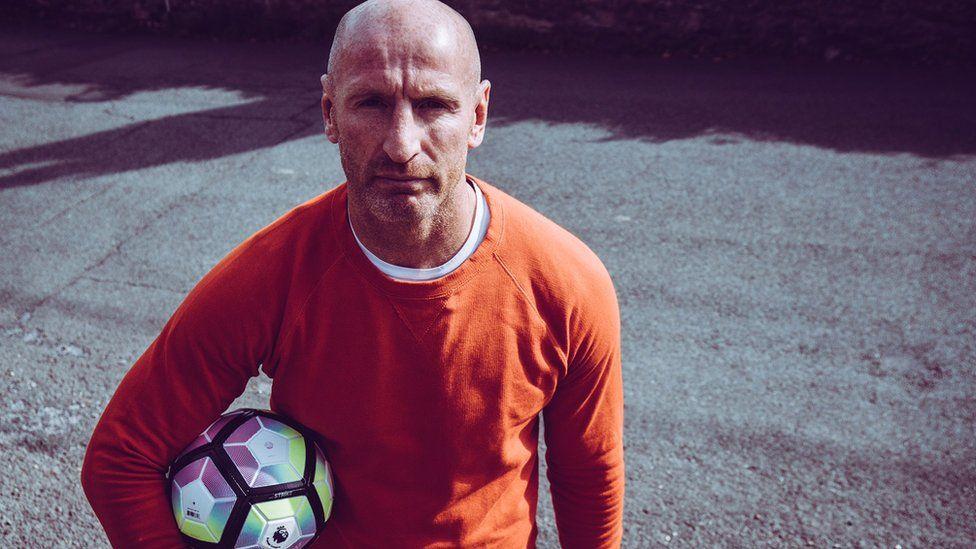 Gareth Thomas carrying a football