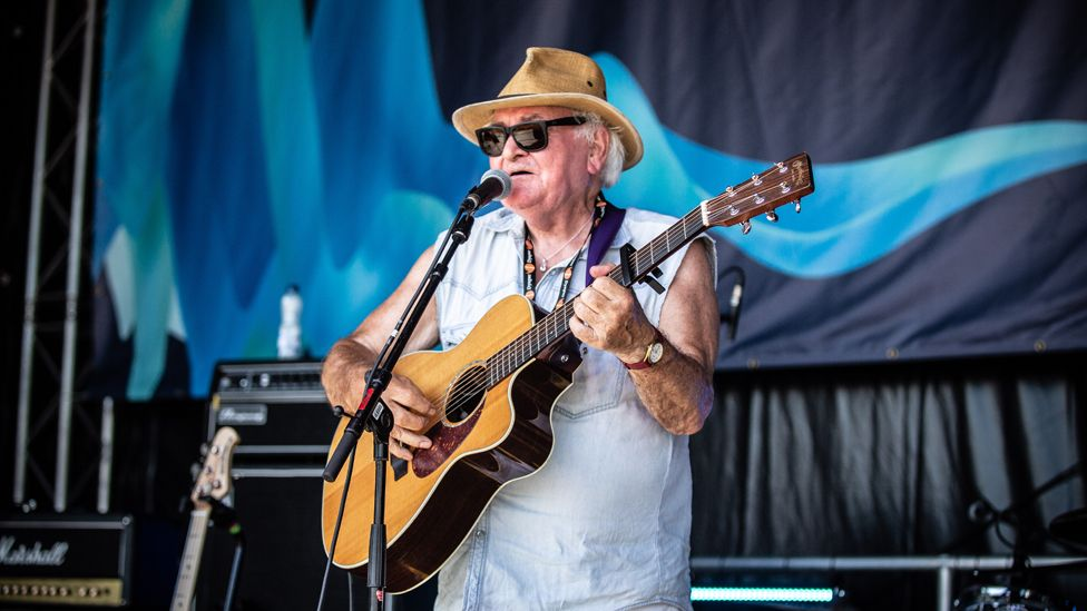 Meic Stevens will also perform at the ceremony
