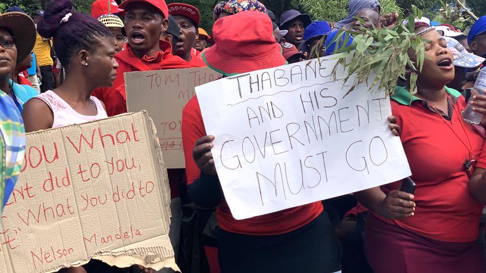 People demonstrating against Thomas Thabane