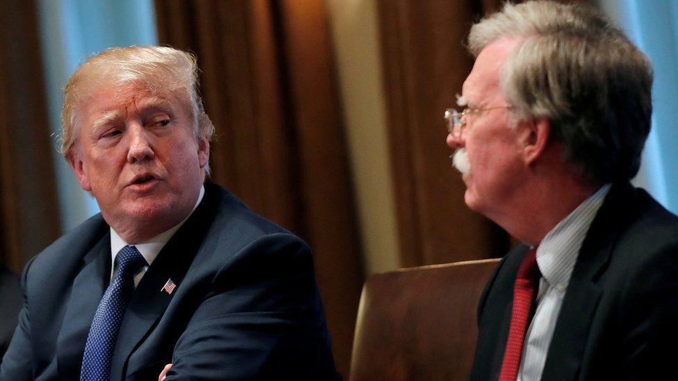 """La crítica de Trump a Bolton por su postura ante la crisis de Venezuela: """"Se pasó de la raya"""""""