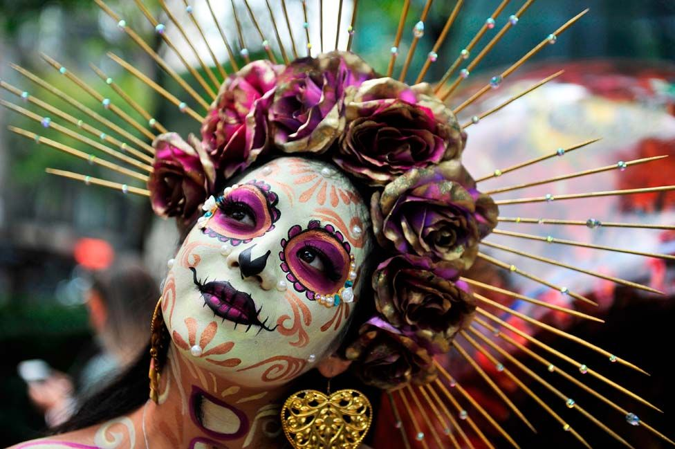 """A woman fancy dressed as Catrina takes part in the """"Catrinas Parade"""" in Mexico City"""