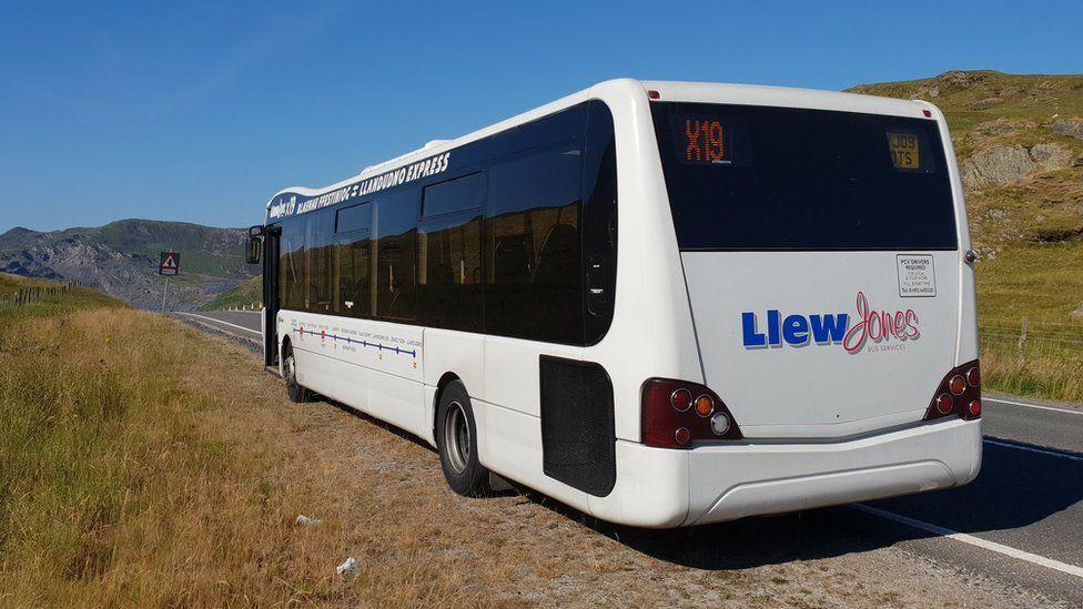 X19 service by Llew Jones Coaches