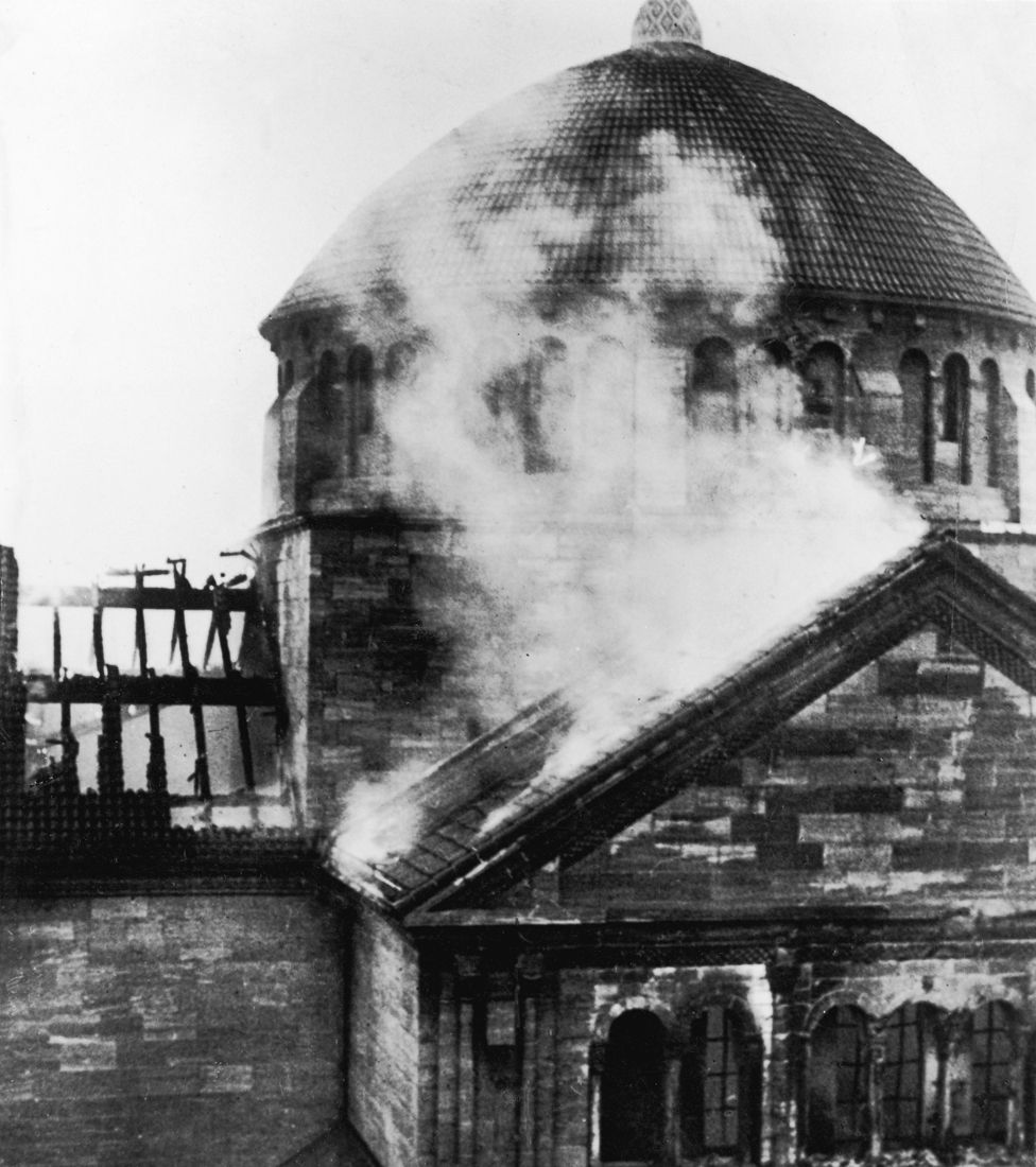 A burning synagogue on Fasanenstrasse, Berlin