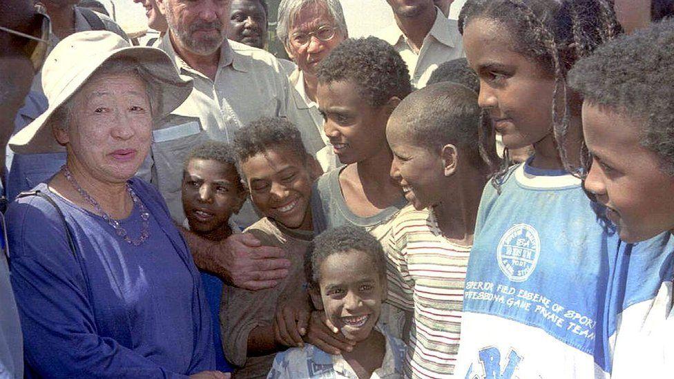 Sadako Ogata visits 12 June 2000 a refugee camp near the eastern Sudanese town of Kassala