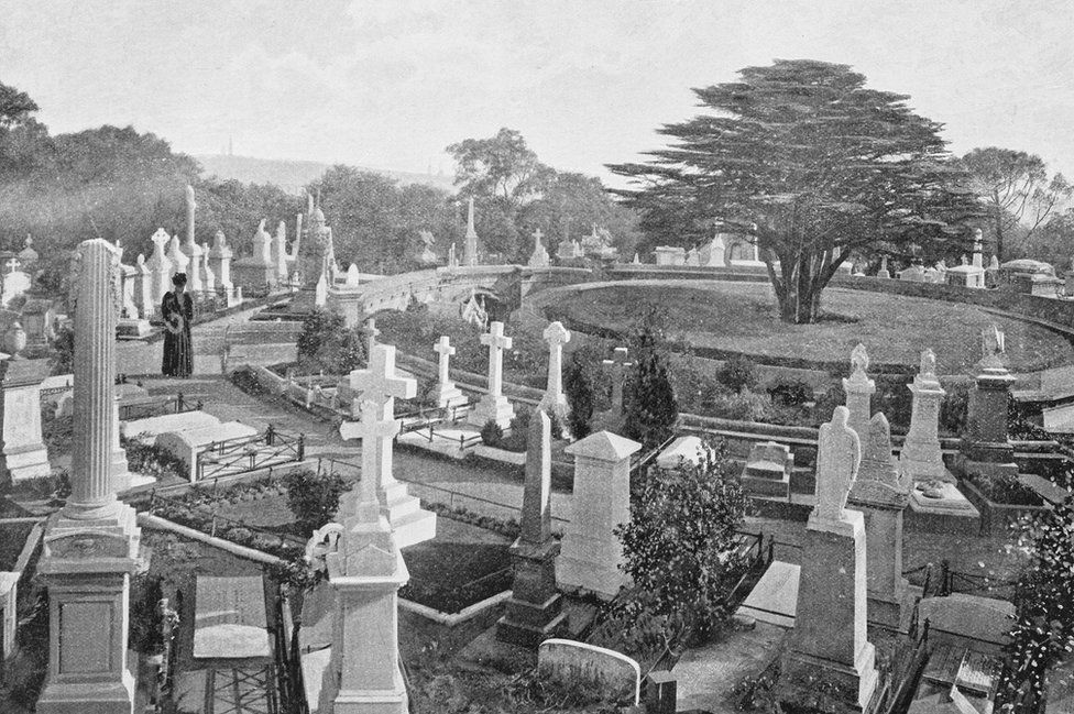 Highgate Cemetery in Victorian times