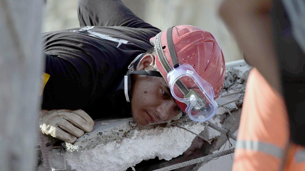 Rescuers search for victims buried under the rubble in Pedernales, Ecuador on April 19, 2016