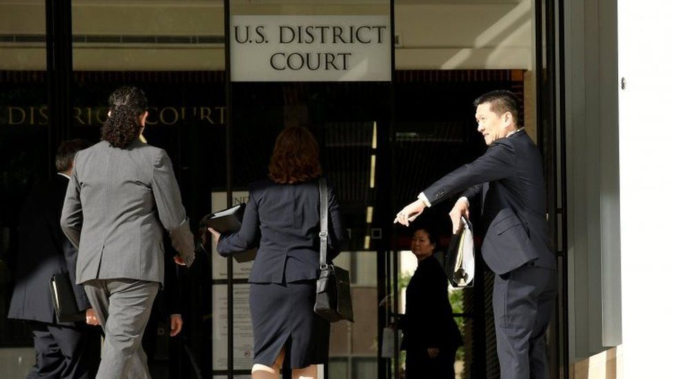 Hawaii Attorney General Douglas Chin (R) arrives at the U.S. District Court Ninth Circuit to present his arguments after filing an amended lawsuit against President Donald Trump' new travel ban in Honolulu (17 M\arch 2017)