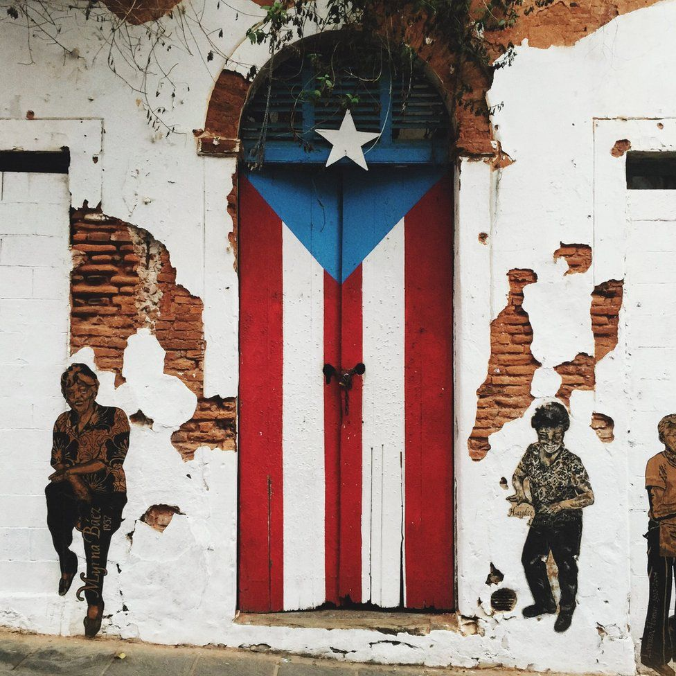 A door painted like the Puerto Rican flag