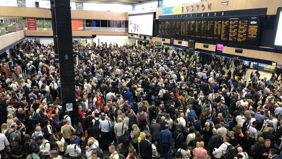 Euston travel chaos: Thousands affected by signal failure