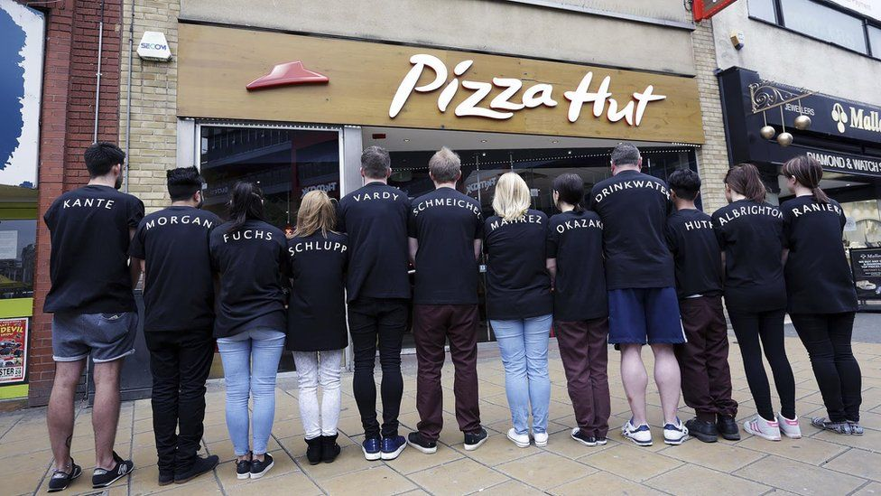 pizza hut workers