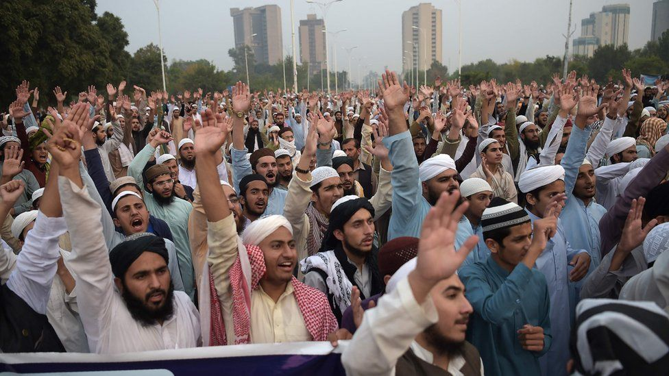 Protesters outside Pakistan Supreme Court