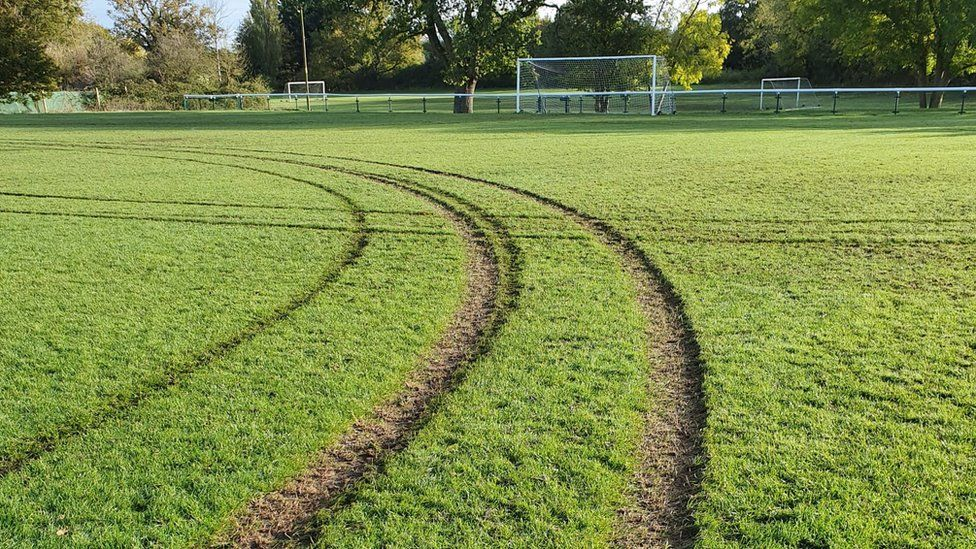 Ruts in pitch