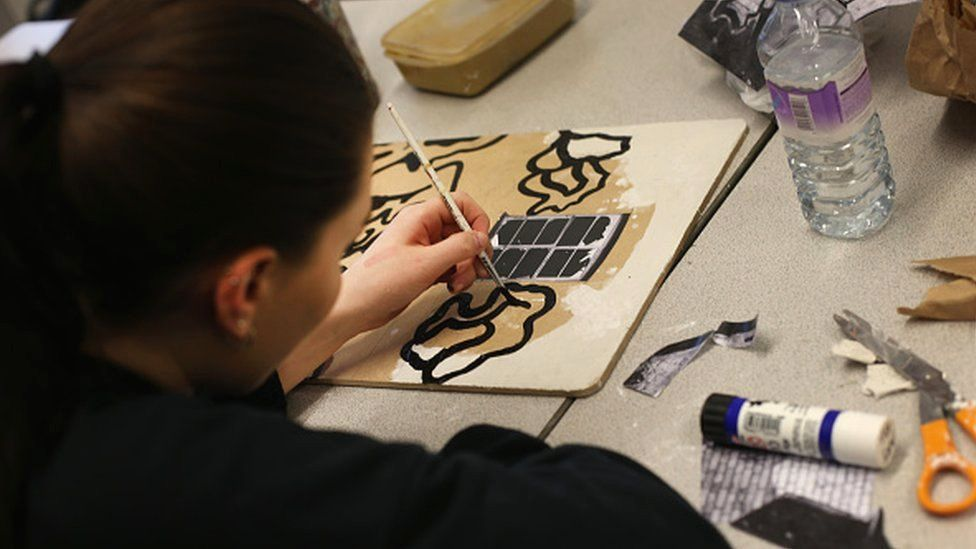 A girl studying art