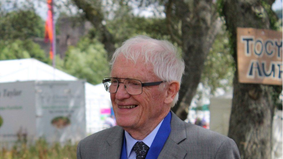 Guto Roberts, enillydd y Fedal Wyddoniaeth a Thechnoleg // Guto Roberts from Llantrisant was honoured by the Eisteddfod for his lifelong contribution to science through the medium of Welsh