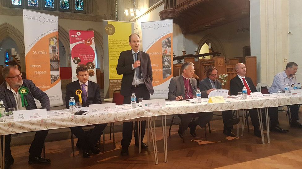 Hustings in cathedral