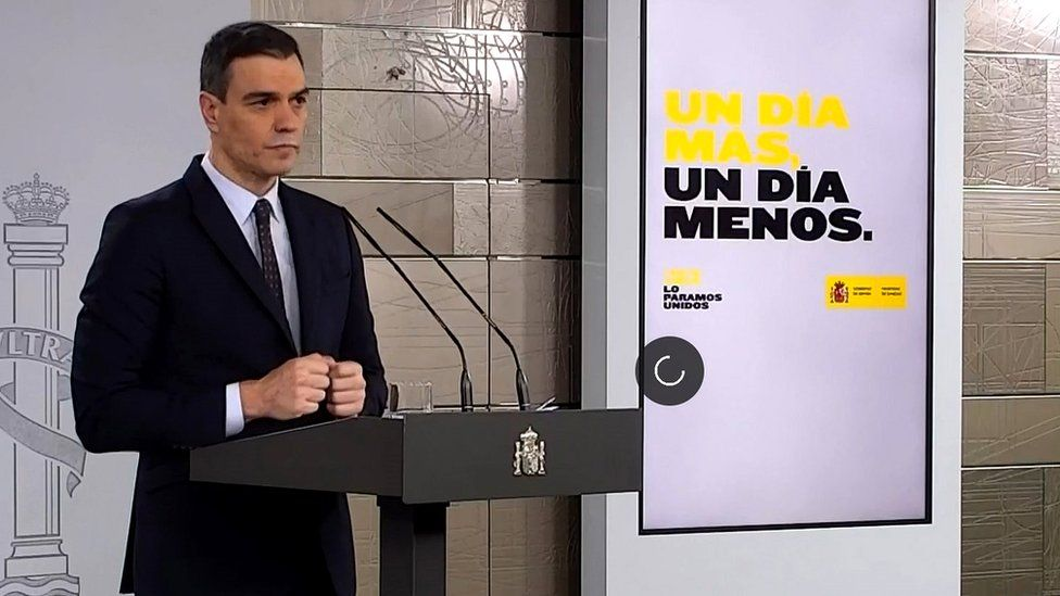 Pedro Sánchez gives a briefing on 18 April