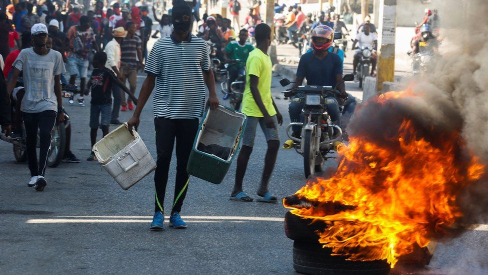 Protesters burn tyres in Port au Prince on 7 February 2021