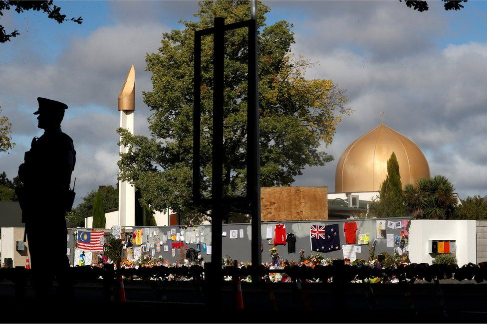 Christchurch: Officer stands guard by Al-Noor Mosque