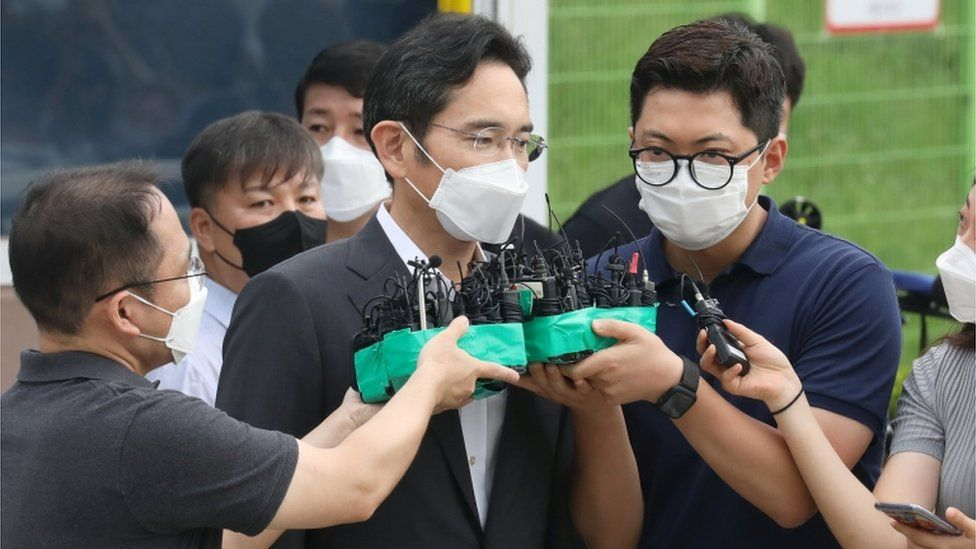 Samsung Electronics vice chairman Jay Y. Lee speaks as he is released on parole
