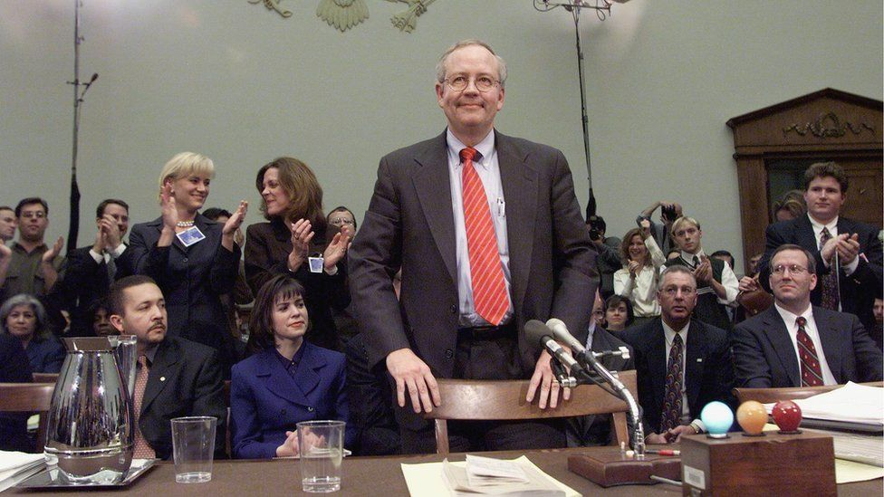Independent Counsel Kenneth Starr stands as supporters applaud after he completed approximately twelve hours of testimony before the House Judiciary Committee on Impeachment Inquiry 19 November, 1998 on Capitol Hill in Washington DC