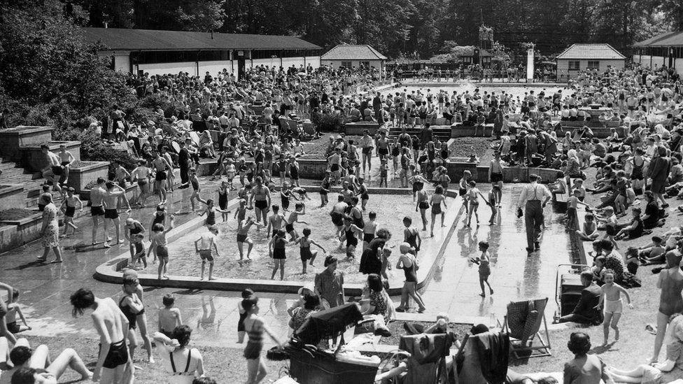 Open Air Bathing Pool, Roundhay Park, taken by Thomas Trigg on Whit Monday 1944