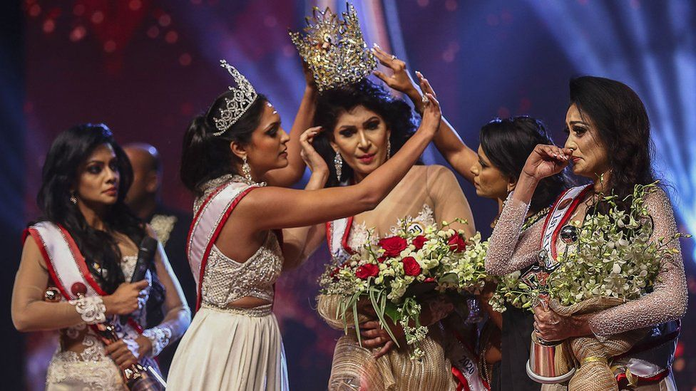 'Mrs Sri Lanka' beauty queen injured in on-stage bust-up thumbnail