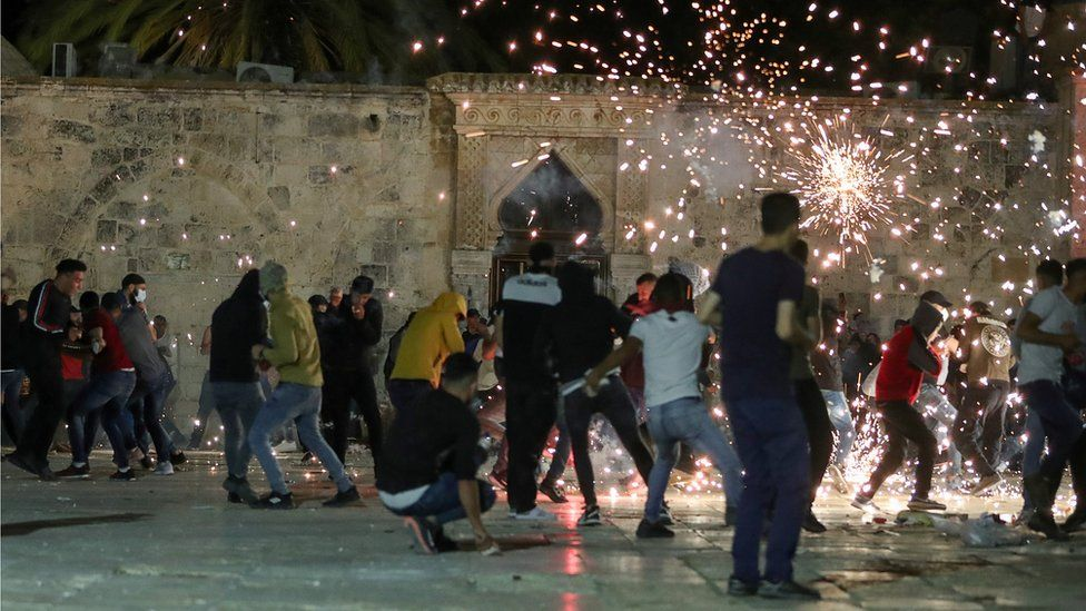 Palestinians react as Israeli police fire stun grenades during clashes at the al-Aqsa mosque compound in Jerusalem's Old City (7 May 2021)