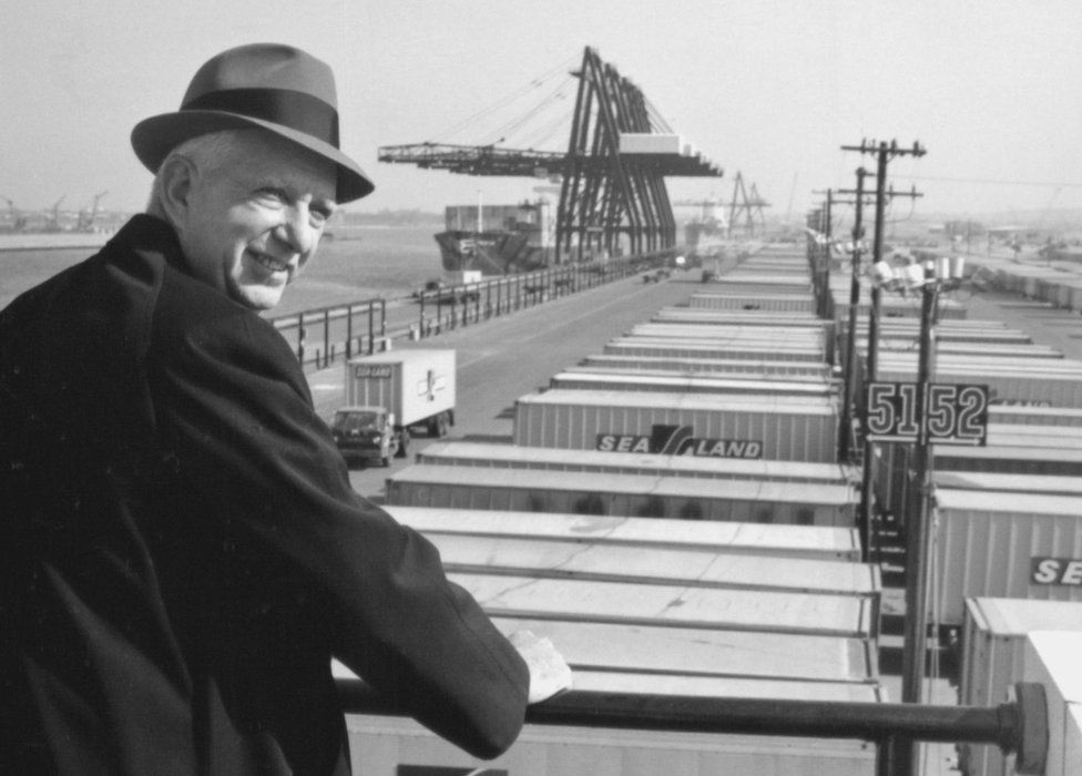 The simple steel box that transformed global trade - BBC News