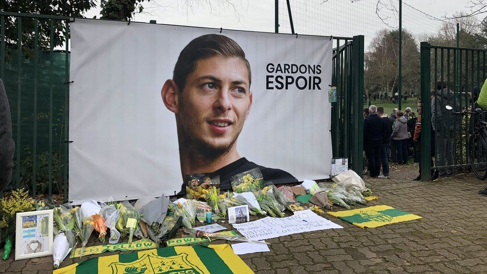 A banner has been put up at the training ground in Nantes
