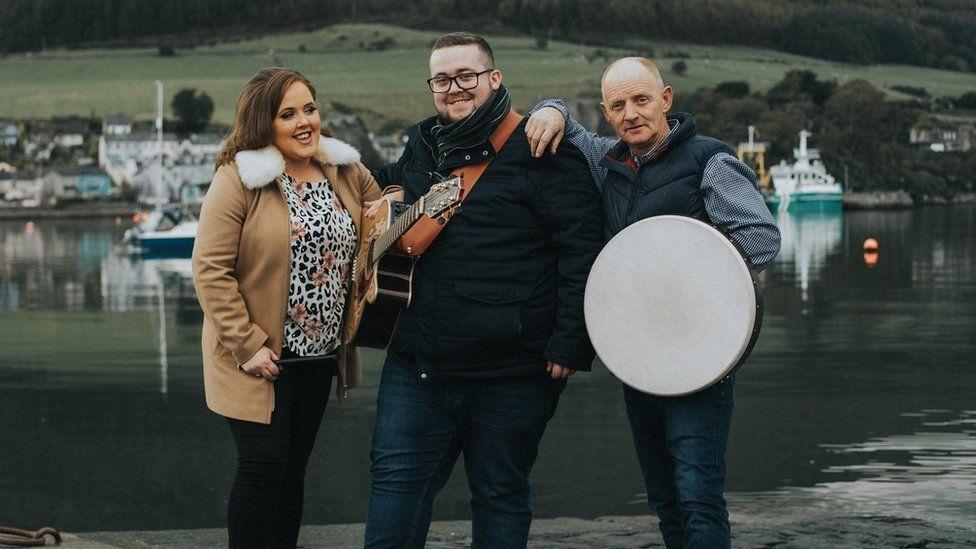 Folk band Claddagh Folk
