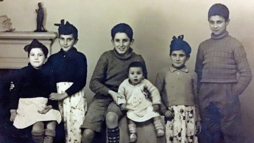 Maria, Vikki, Antonio, baby (unknown name), Genni and Jose Gallego in Spain