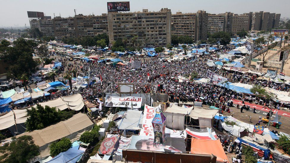 Hundreds gather at cross section of two roads in Cairo in 2013