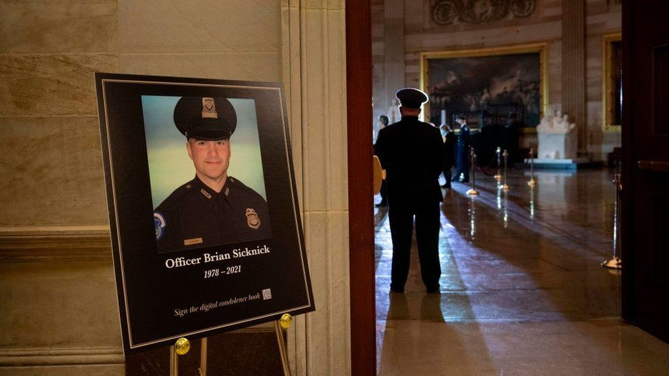 Brian Sicknick: US Capitol riot policeman 'died of natural causes' thumbnail