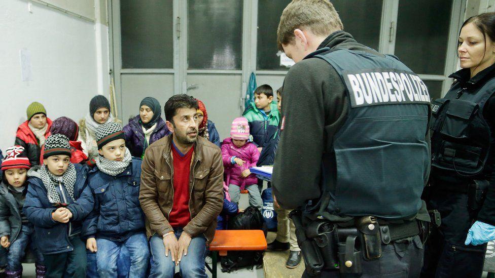 German police registering migrants in Passau, 27 Jan 16