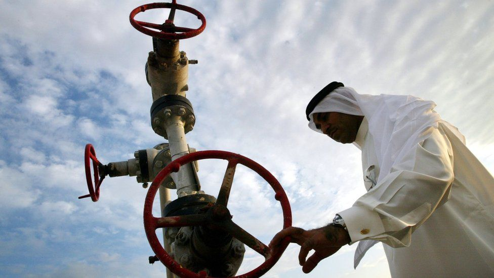 File photo showing a man looking at a natural gas pipe in Manama, Bahrain (3 November 2002)