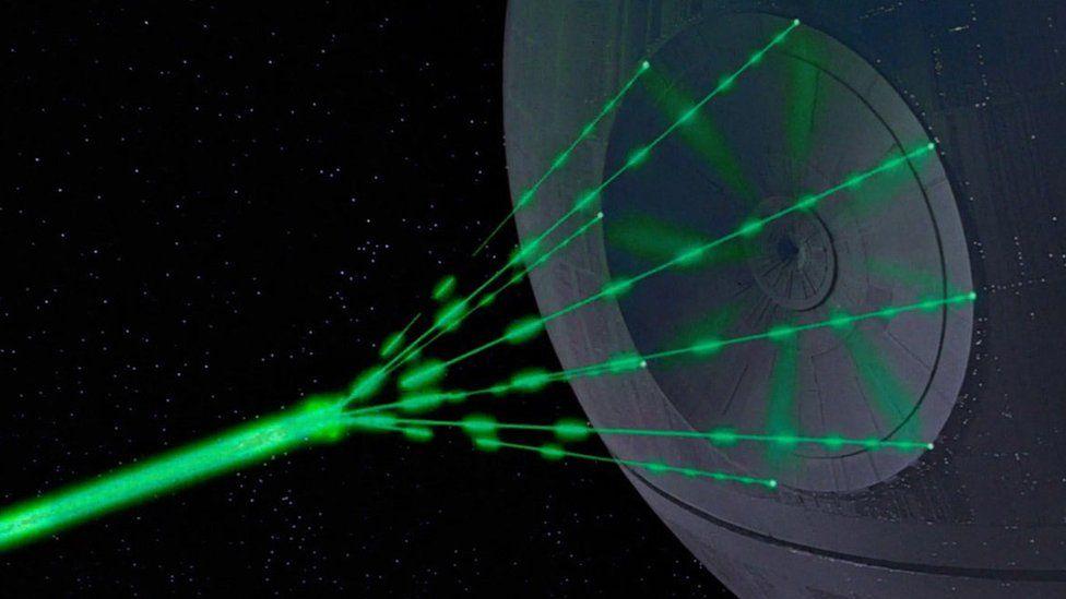 Qué es y cómo funciona la tecnología de la Estrella de la Muerte que Reino Unido quiere construir como arma